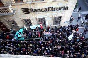 protesta banca etruria