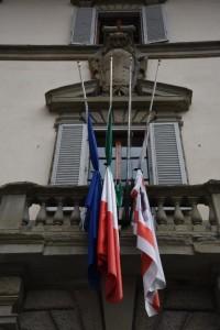 bandiere mezz asta regione