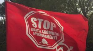 bandiera movimento lotta per la casa manifestazione