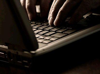 pedofilia computer mani