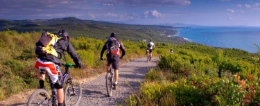 turisti bici toscana